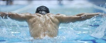il nuoto fa bene alla schiena